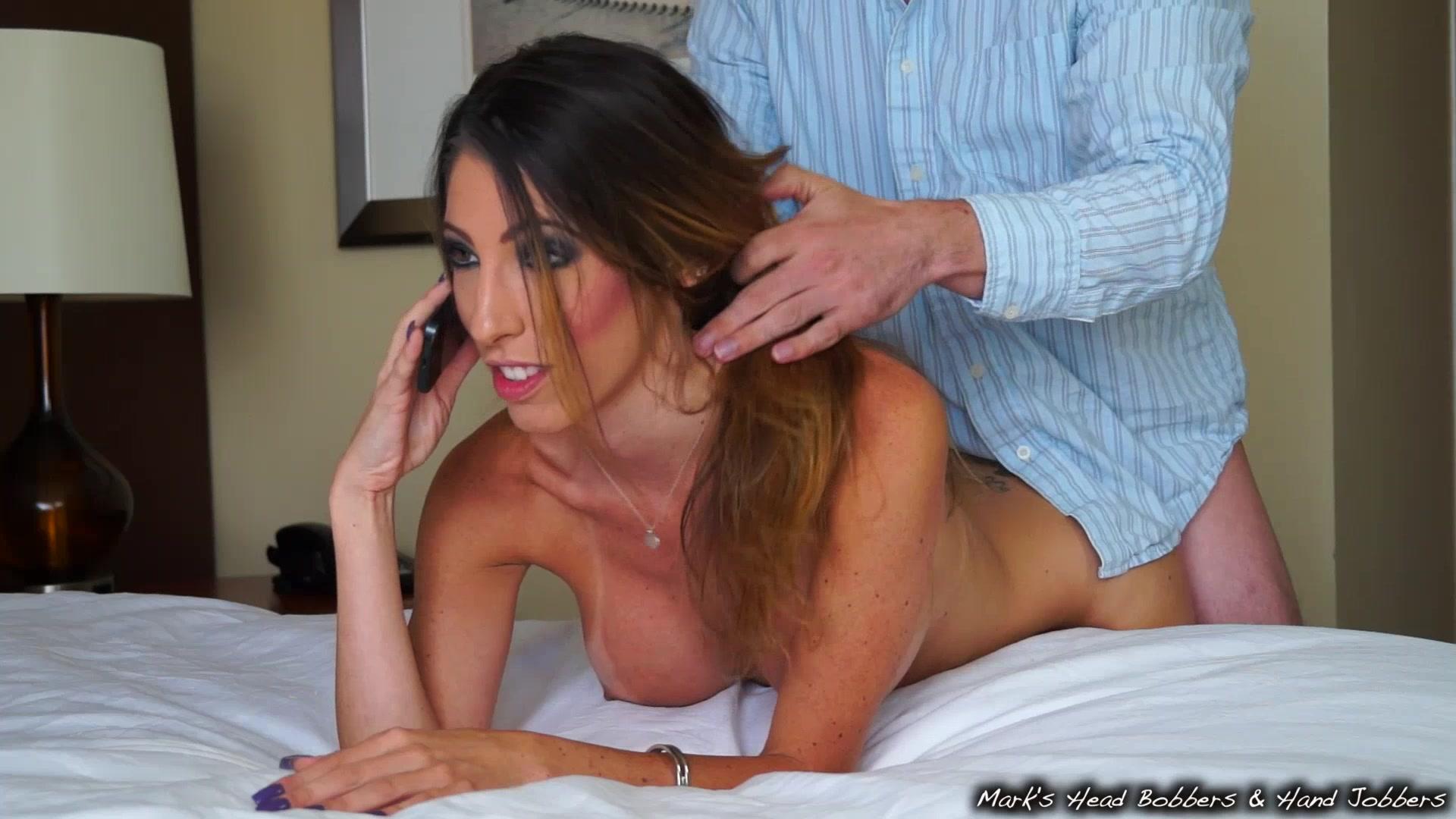 во время секса разговаривает по телефону порно онлайн
