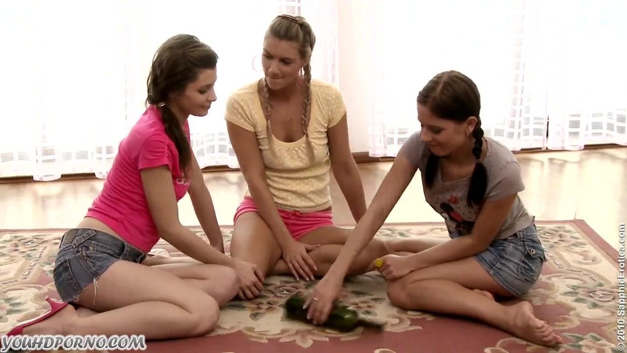 Порно ролики девушки играют в бутылочку фото 395-583