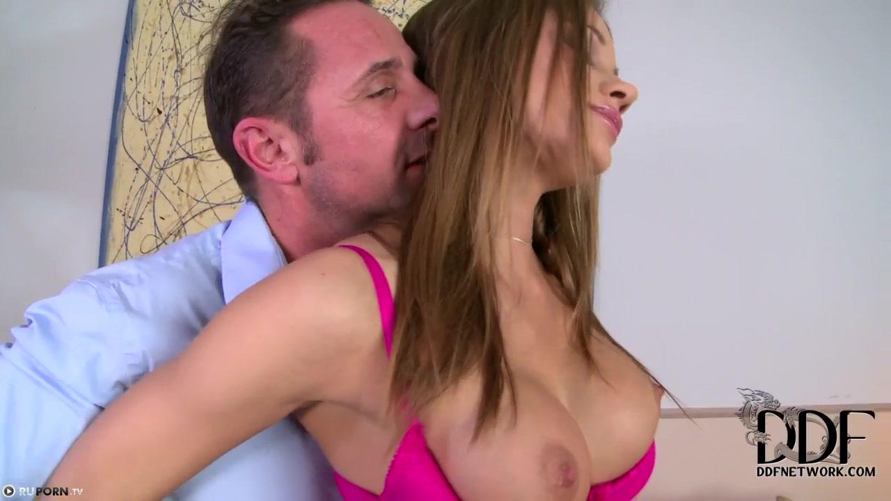 Привели домой пьяную девку и трахнули ее вдвоем » Порно онлайн в ...