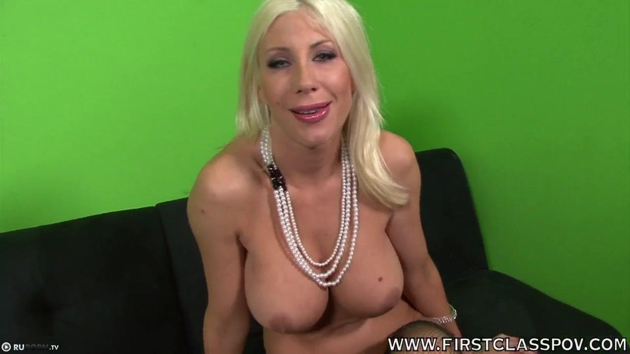 большегрудая блондинка порно