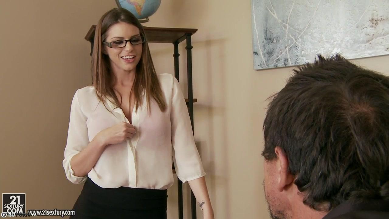 трах с грудастой секретаршей в хорошем качестве