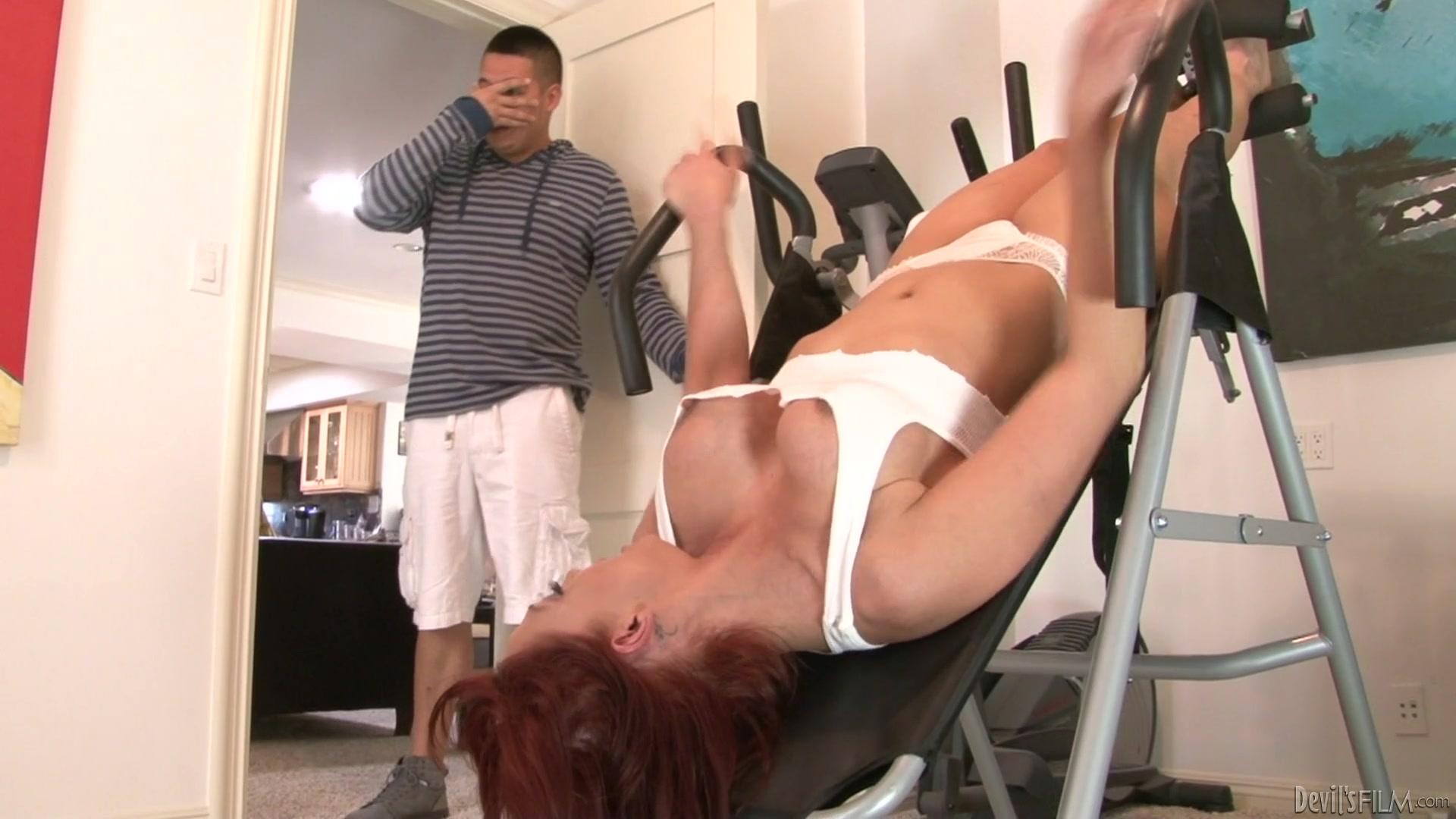 соблазнила тренера порно