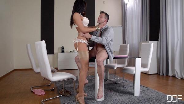 порно в офисе с уборщиком