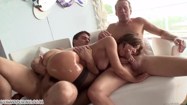 Порно онлайн груповушка зрелых в помощь парень и девушка фото 104-725
