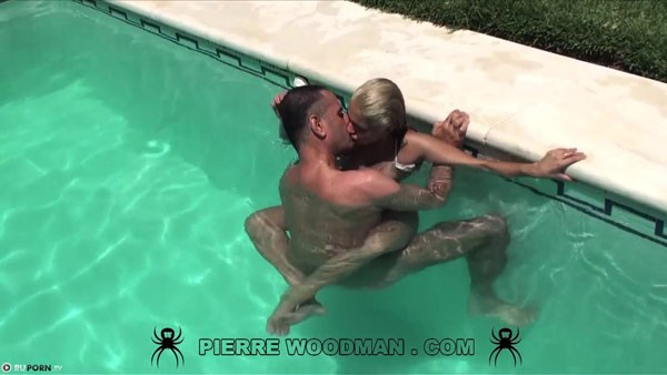 Видео фото красивого секса в бассейне теми кто