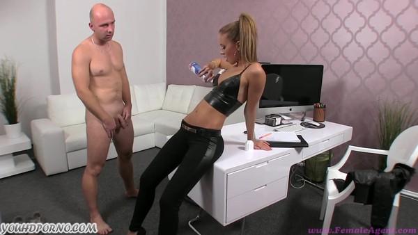 Трахает на порно кастинге фото 709-868