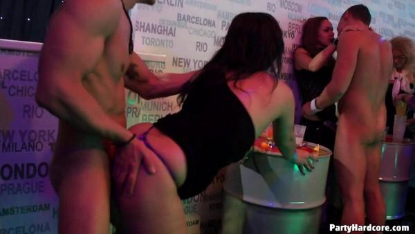 Радужная вечеринка порно
