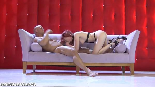 Рыжеволосая девушка занимается сексом фото 634-425